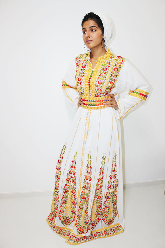 Front - White kaftan with yellow embroidery - Bayt Alya
