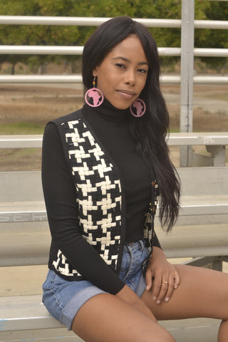 BLACK AND WHITE WEAVED VEST