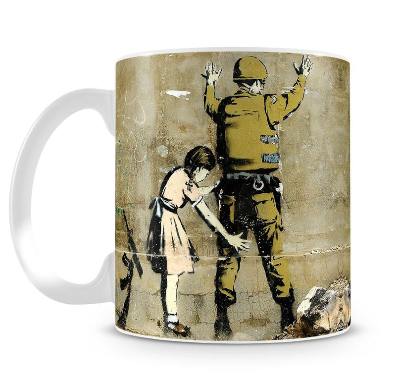 Banksy Girl and Soldier Cup - US Canvas Art Rocks