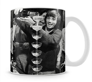 George Best pouring champagne Mug - Canvas Art Rocks - 1