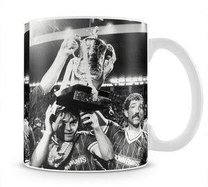 Kenny Dalglish and Graeme Souness with the Milk Cup trophy Mug - Canvas Art Rocks - 1