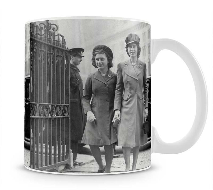 Queen Elizabeth II with Princess Margaret arriving at a wedding Mug