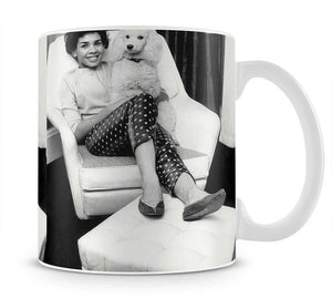 Shirley Bassey with her poodle Mug - Canvas Art Rocks - 1