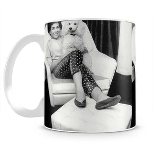 Shirley Bassey with her poodle Mug - Canvas Art Rocks - 2