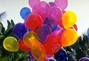 PICTURE OF A BUNCH OF HELIUM FILLED BALLOONS