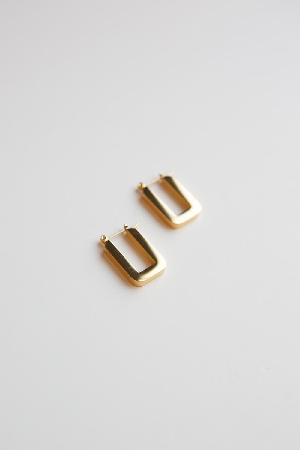 Thick Gold Geometric U Hoop Earrings - Wynter Bloom