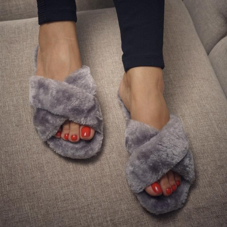 MB PLUSH HOME SLIPPERS IN GRAY