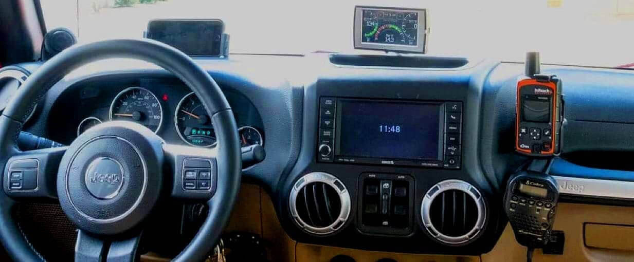 JeepUniq CB, HAM, Traildash, iPhone and inReach Mounts on Jeep a JK