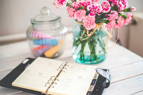 setting a fixed work schedule as one of the best tips for productivity when working from home.