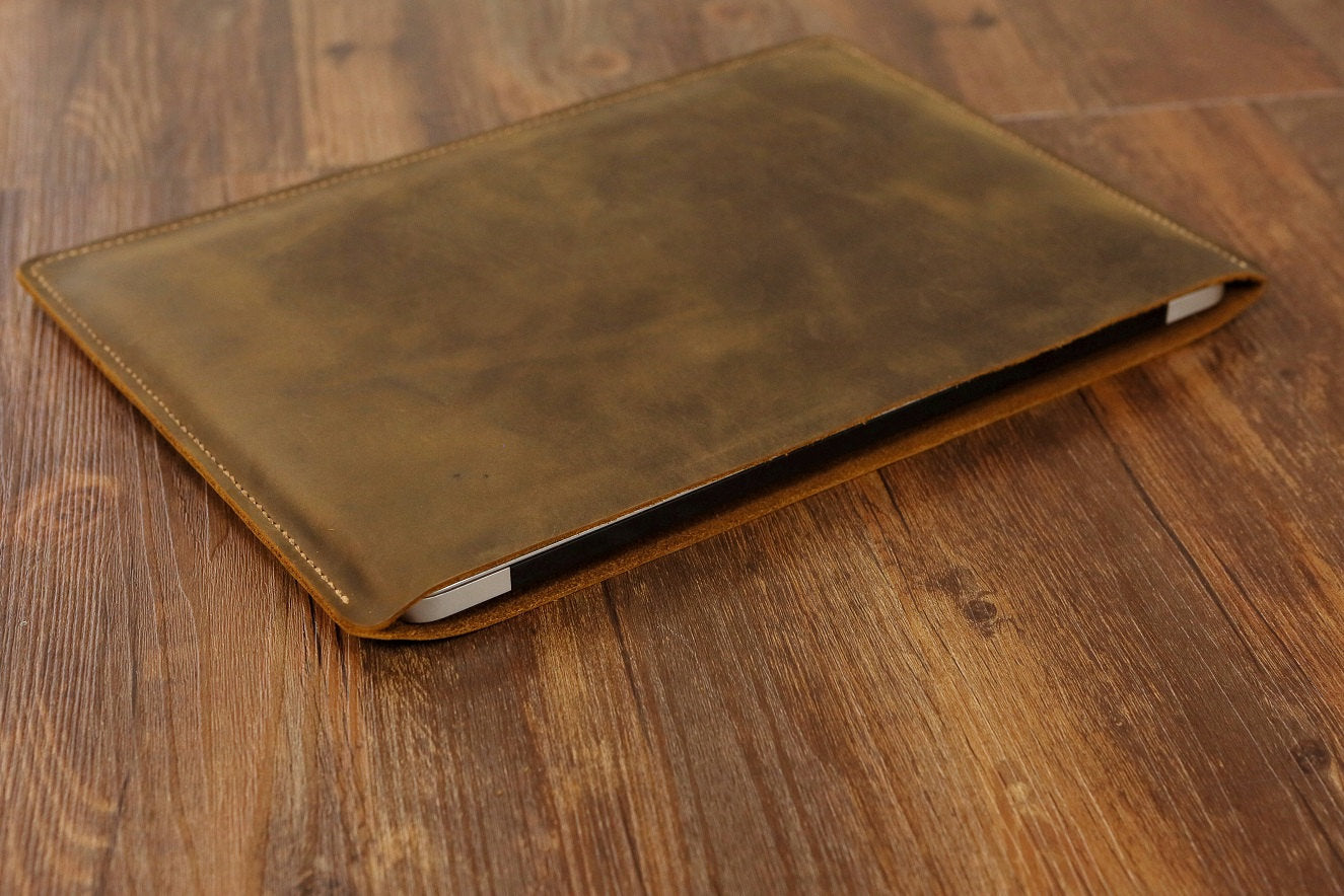 yrGear - Macbook Leather Case