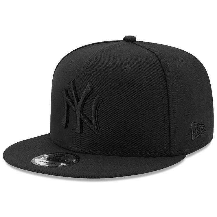 New York Yankees New Era MLB Black On Black 9FIFTY Snapback Hat