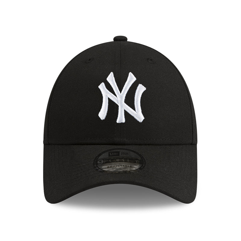 New York Yankees New Era MLB Black & White 9FORTY Curve Cloth Strap Hat