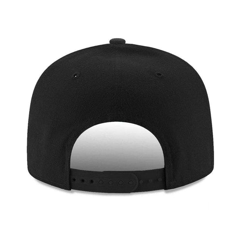 Chicago Bulls New Era NBA Black On Black Pre-Curved 9FIFTY Snapback Hat