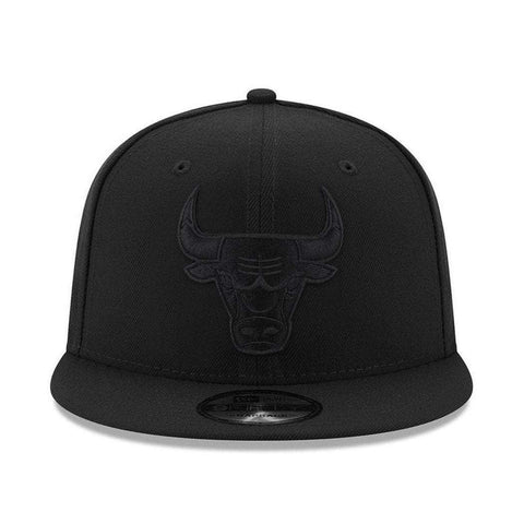 Chicago Bulls New Era NBA Black On Black 9FIFTY Snapback Hat