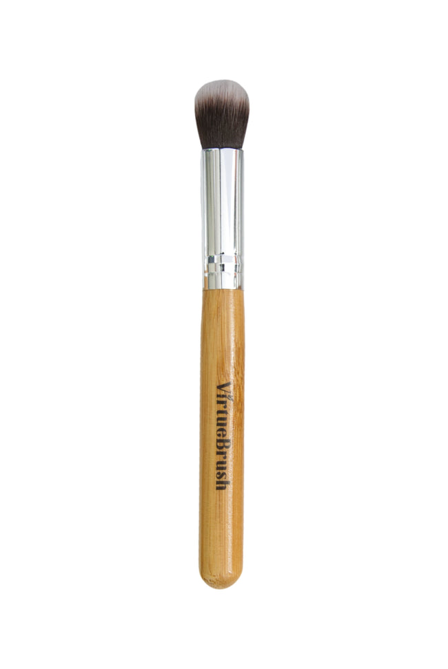 MAKEUP Highlight Brush with Bamboo Handle