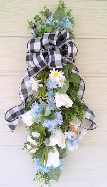 Farmhouse Decor, Tulip door Swag, Summer door swag, Front door decor, Farmhouse door swag - Julie Butler Creations