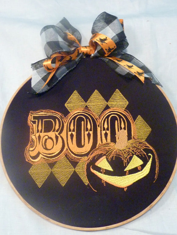 Halloween wreath, Halloween decorations, Embroidered hoop picture - Julie Butler Creations