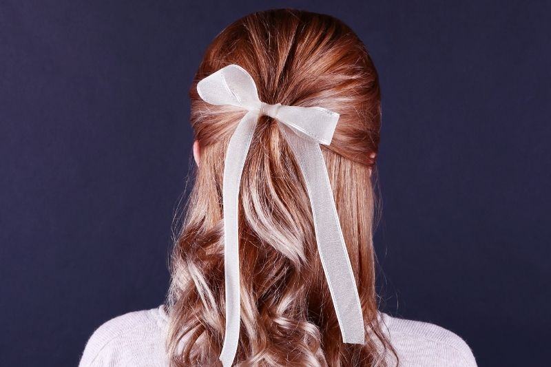 HALF UPDO WITH A BOW