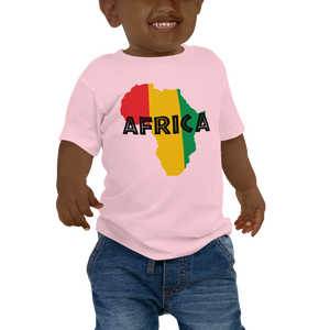 This light pink short-sleeved baby T-shirt from Natty Wear is made of 100% cotton. The front print portrays a map of Africa in the Rastafarian colors