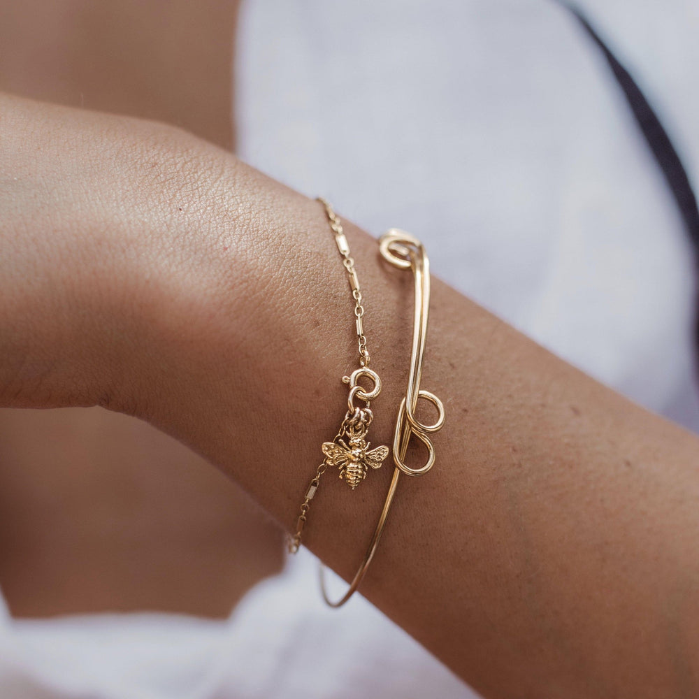 Load image into Gallery viewer, Bee Gold Bracelet