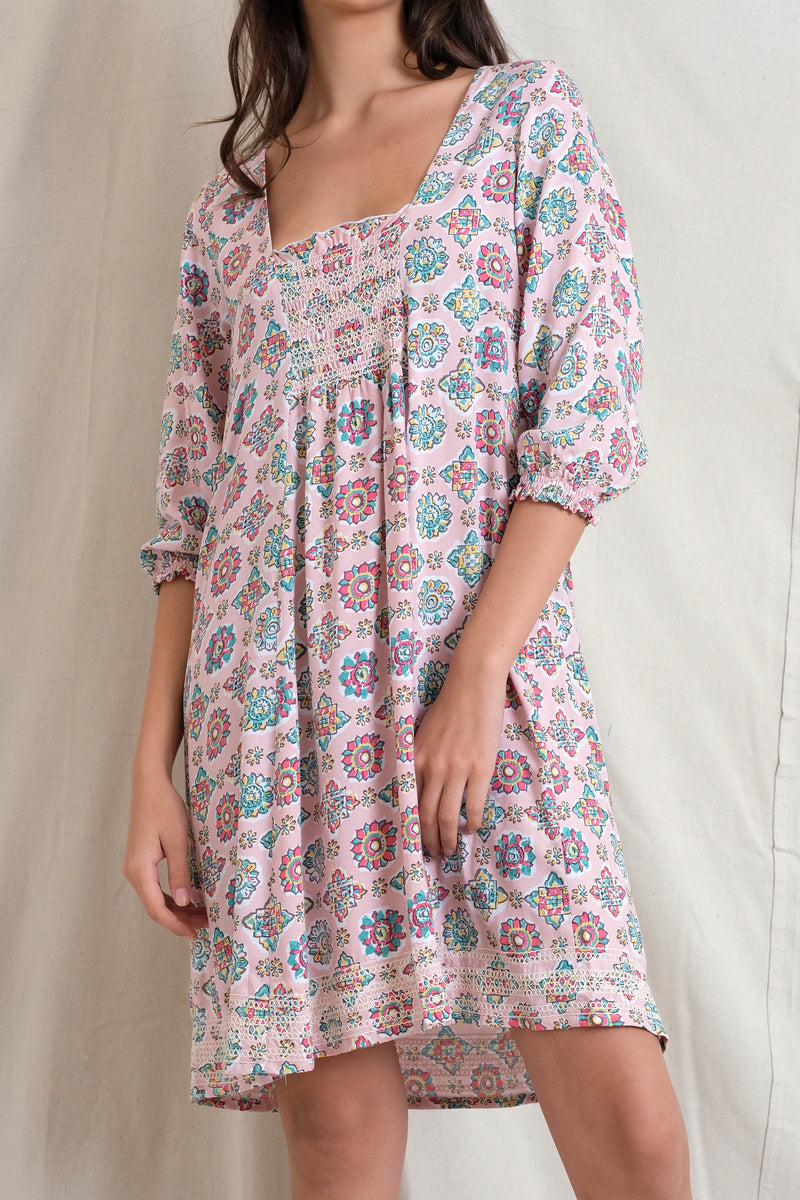 SMOCKED IVY DRESS - Peach