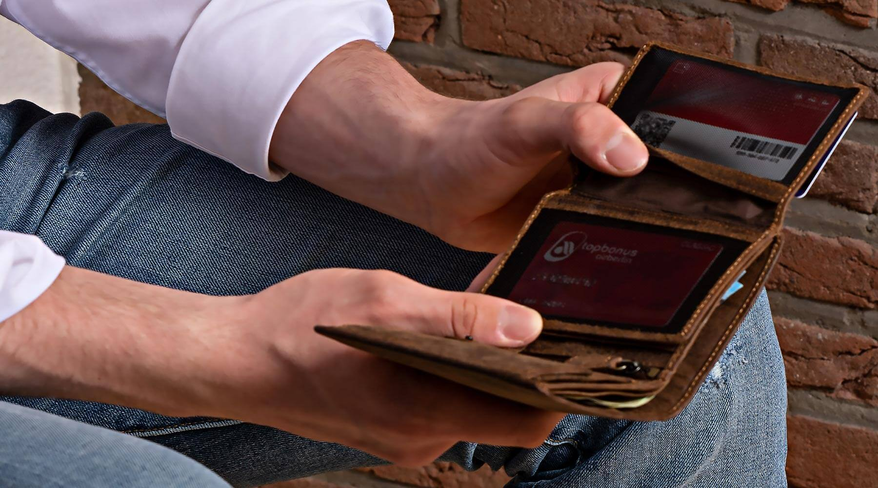 Men's Leather Wallet with strong RFID blocking technology made from full grain, top quality leather. Bifold, large or compact, coin compartment or minimalist, look good next time you pull out your wallet to pay! DiLoro Switzerland