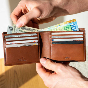 DiLoro Men's Bifold Leather Wallet Lugano Collection Bugatti Tan - Easy access to multiple currencies