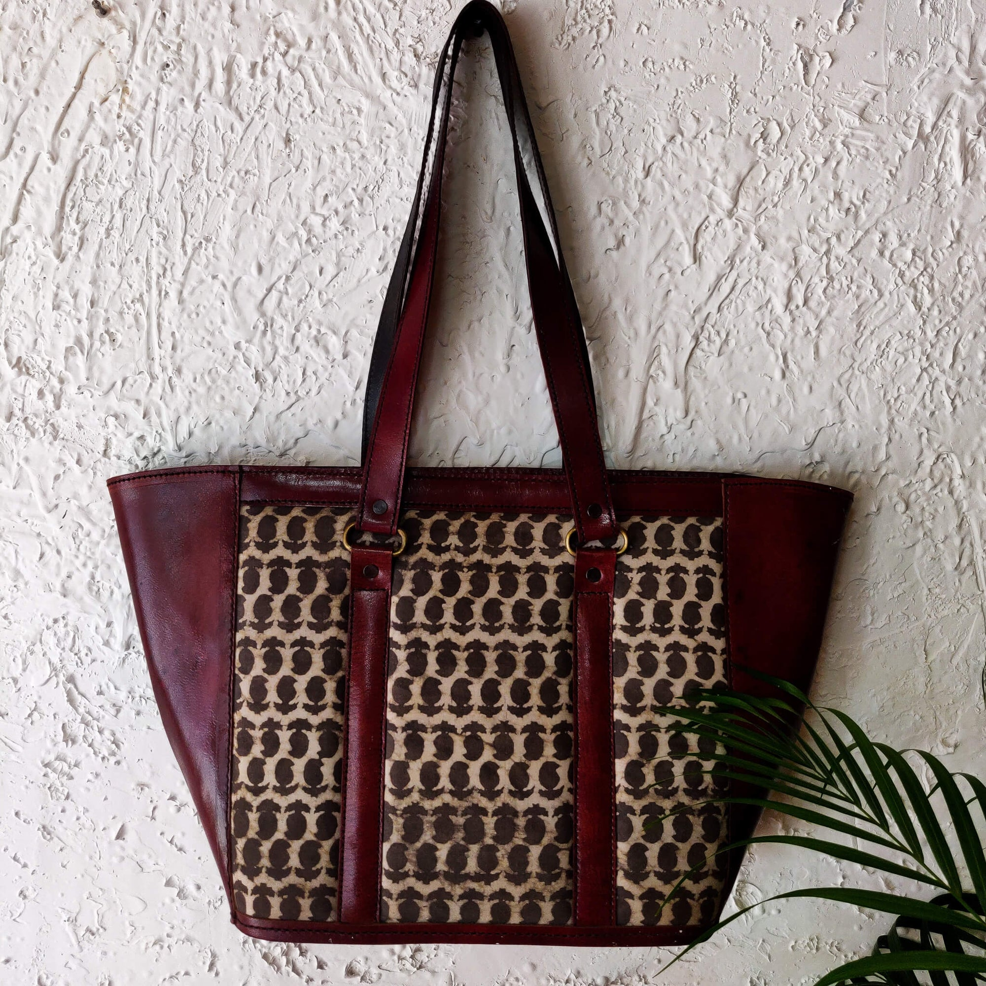 Kashish Kairi Cotton Fabric Tote Leather Bag With A Zip