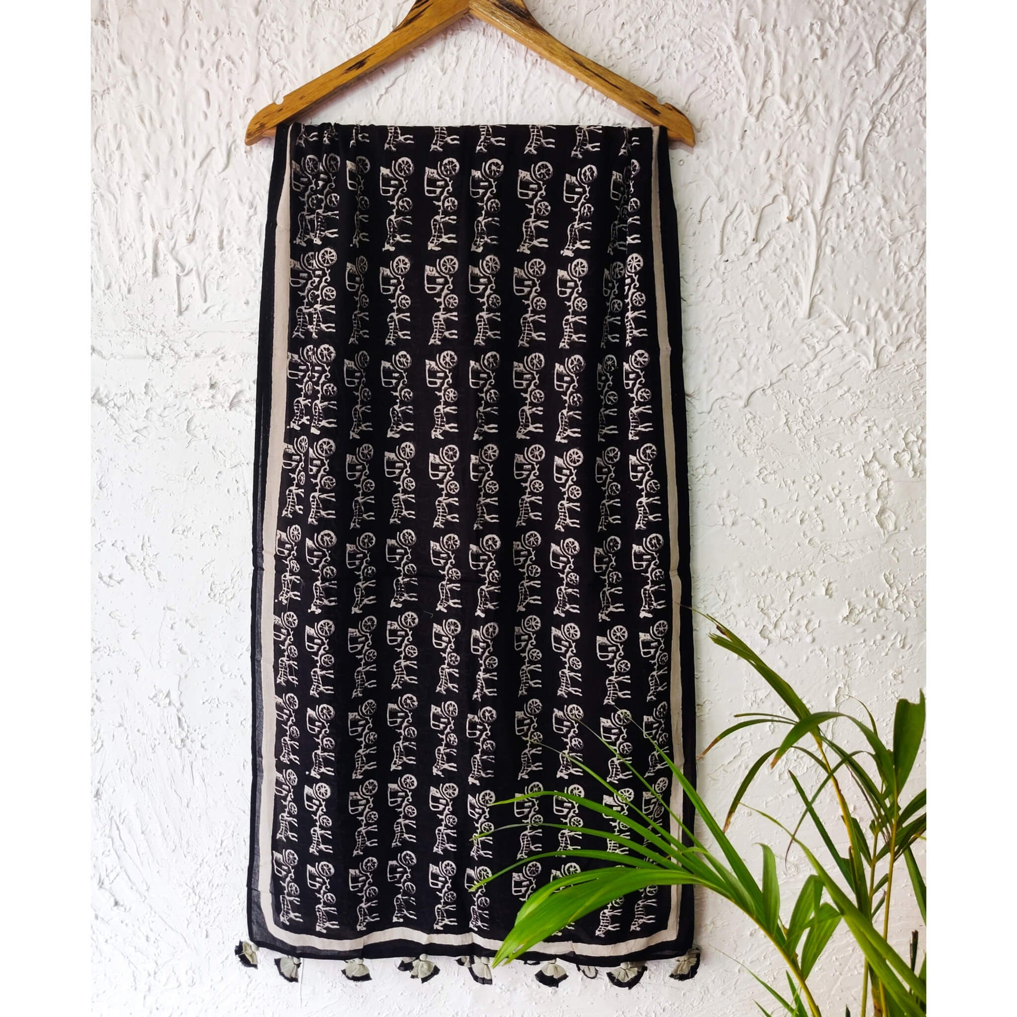 Sanskruti Black And White Cotton Stole