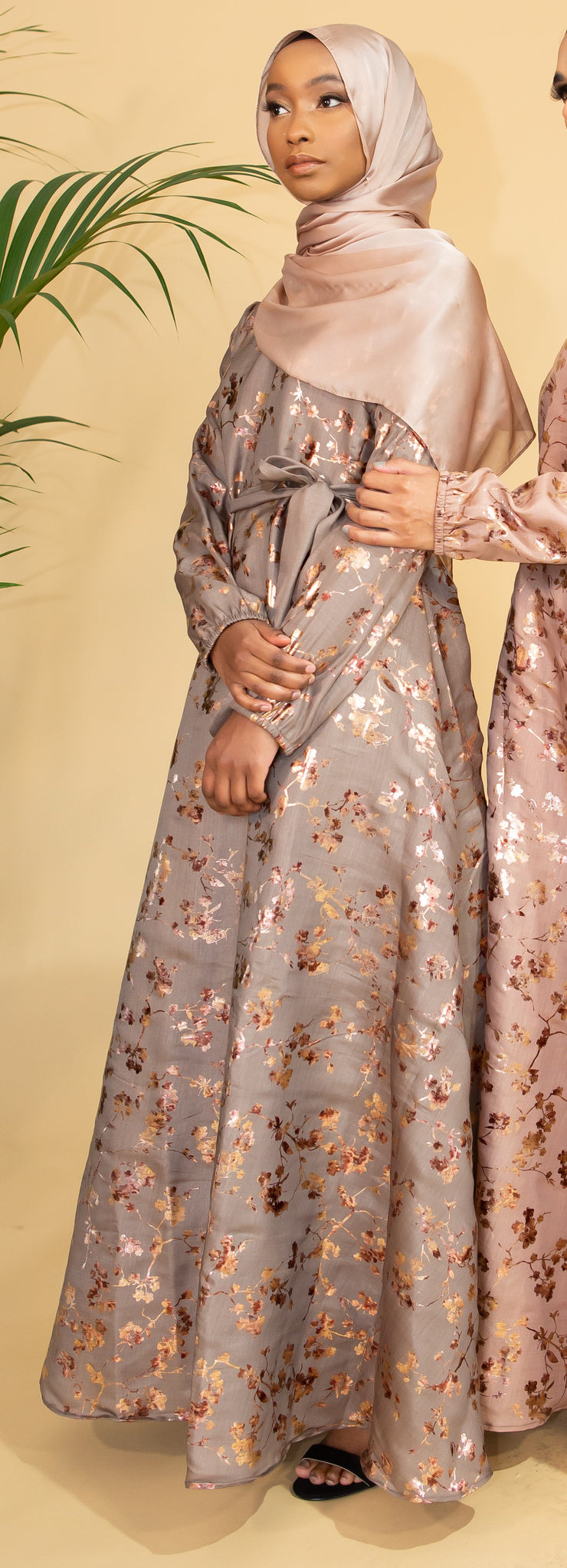 Aaliya Collections Gold Contrast Abaya Grey A closed abaya with gorgeous gold leaf detailing creating a stunning contrast, finished with elasticated sleeves