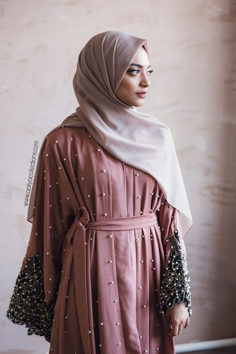 Aaliya Collections Nawra Abaya in dusty pink with pearls and black pearl lace sleeves with matching coloured belt