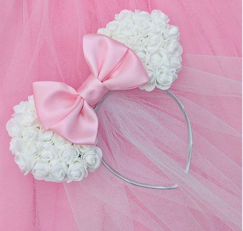white-floral-minnie-mouse-ears-bride-to-be-disney-hen-veils