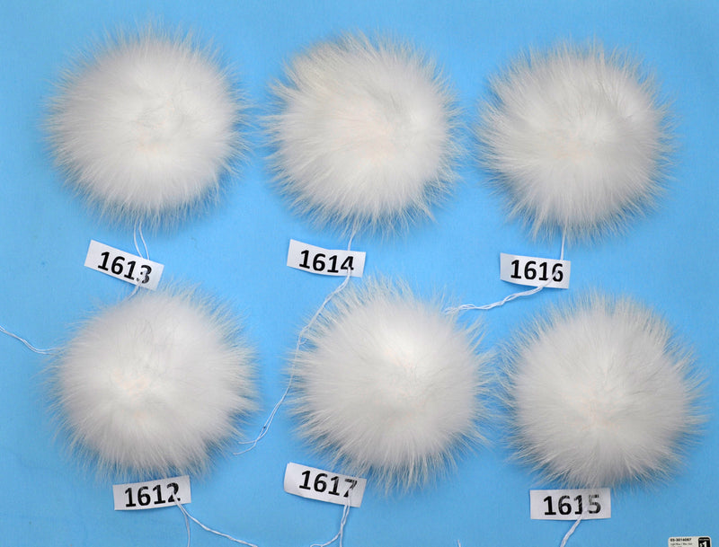 "8,5-9"" EXTRA LARGE WHITE Pom Poms! White Raccoon Pom Pom Giant Pom Pom for Chunky Hat Beanie Tuque Winter Knit Hats  Puff Fluffy Fur Ball"