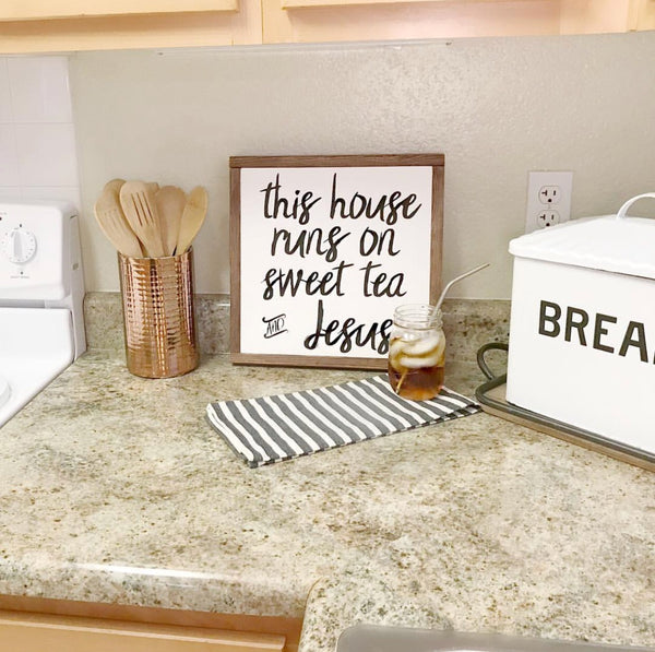 THIS HOUSE RUNS ON SWEET TEA AND JESUS // FARMHOUSE STYLE WOOD SIGN