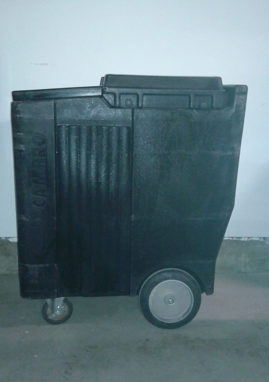USED Cambro Portable 125Lb. Ice Bin