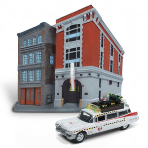 GHOSTBUSTERS 1:64 ECTO-1A WITH FIREHOUSE DIORAMA