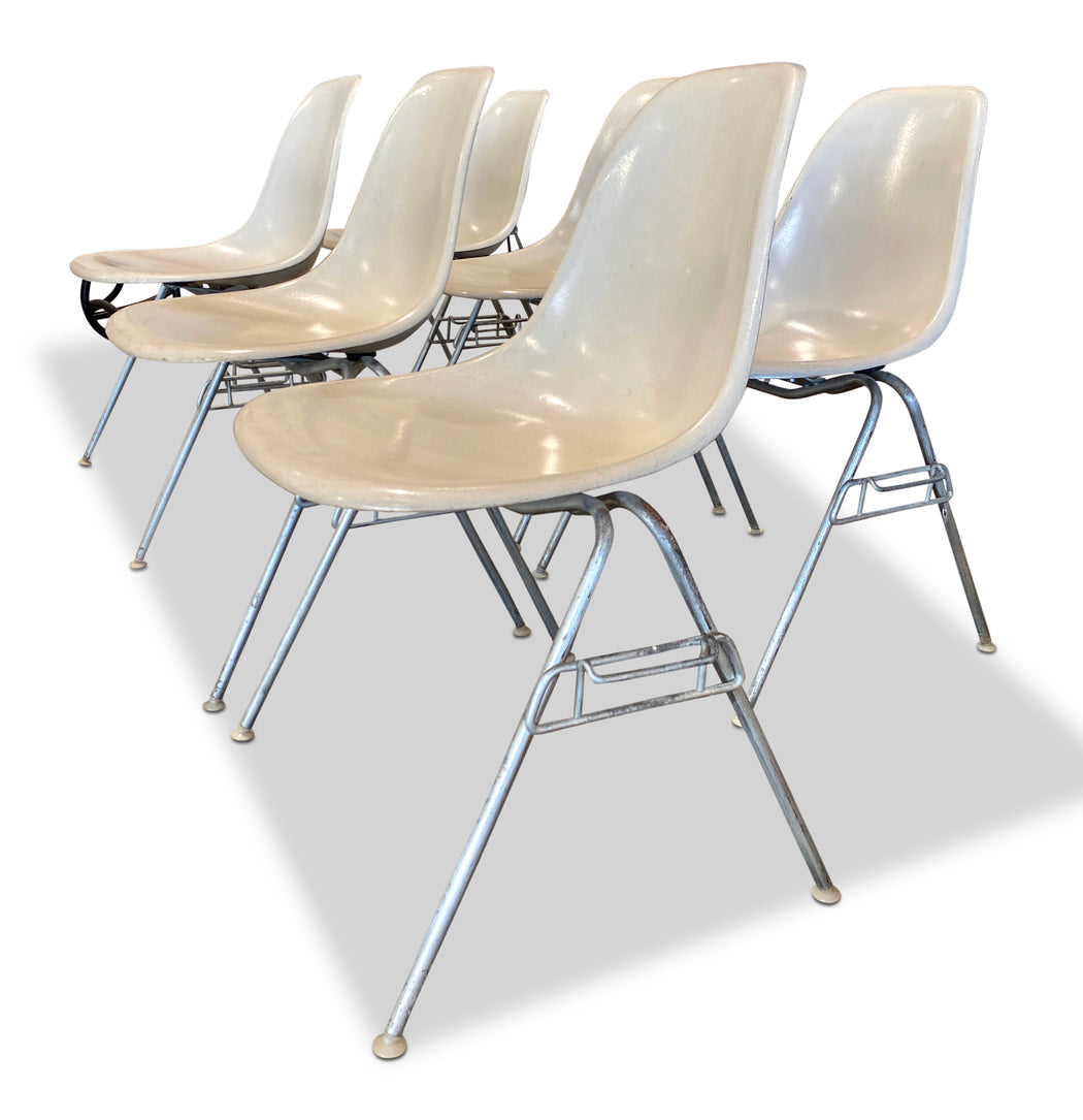 Set of 6 Molded Fiberglass Herman Miller Chairs