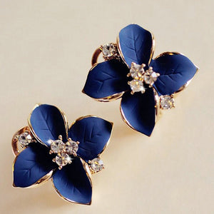crystal Gardenia gold flower stud earrings.