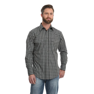 Wrangler Men's Wrinkle Resistant Small Plaid Long Sleeve Shirt