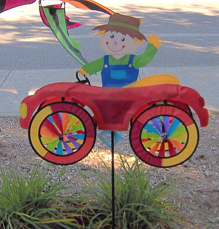 SCARECROW CAR SPINNER