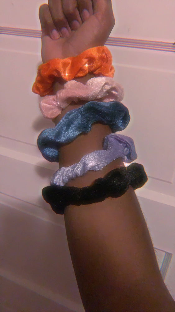 90's Bad Gal Scrunchie Set