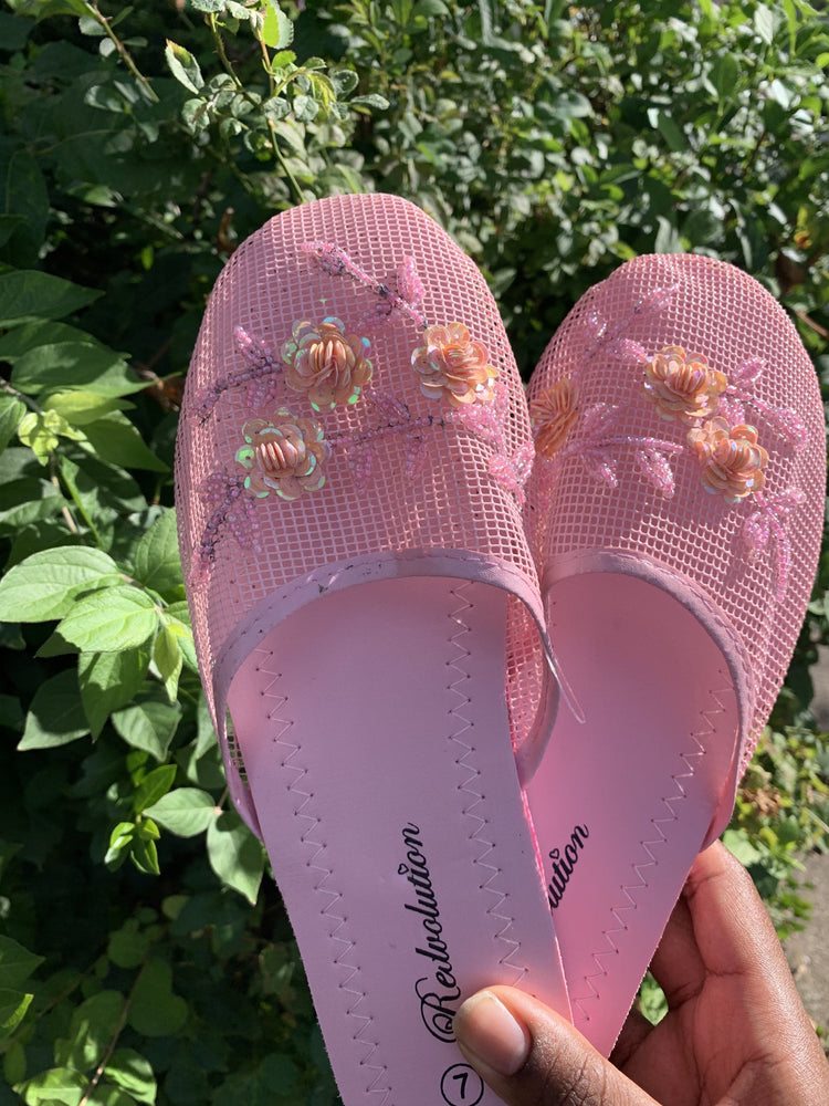 Load image into Gallery viewer, Chinese Slippers ✨✨🌸 - Glo Babe