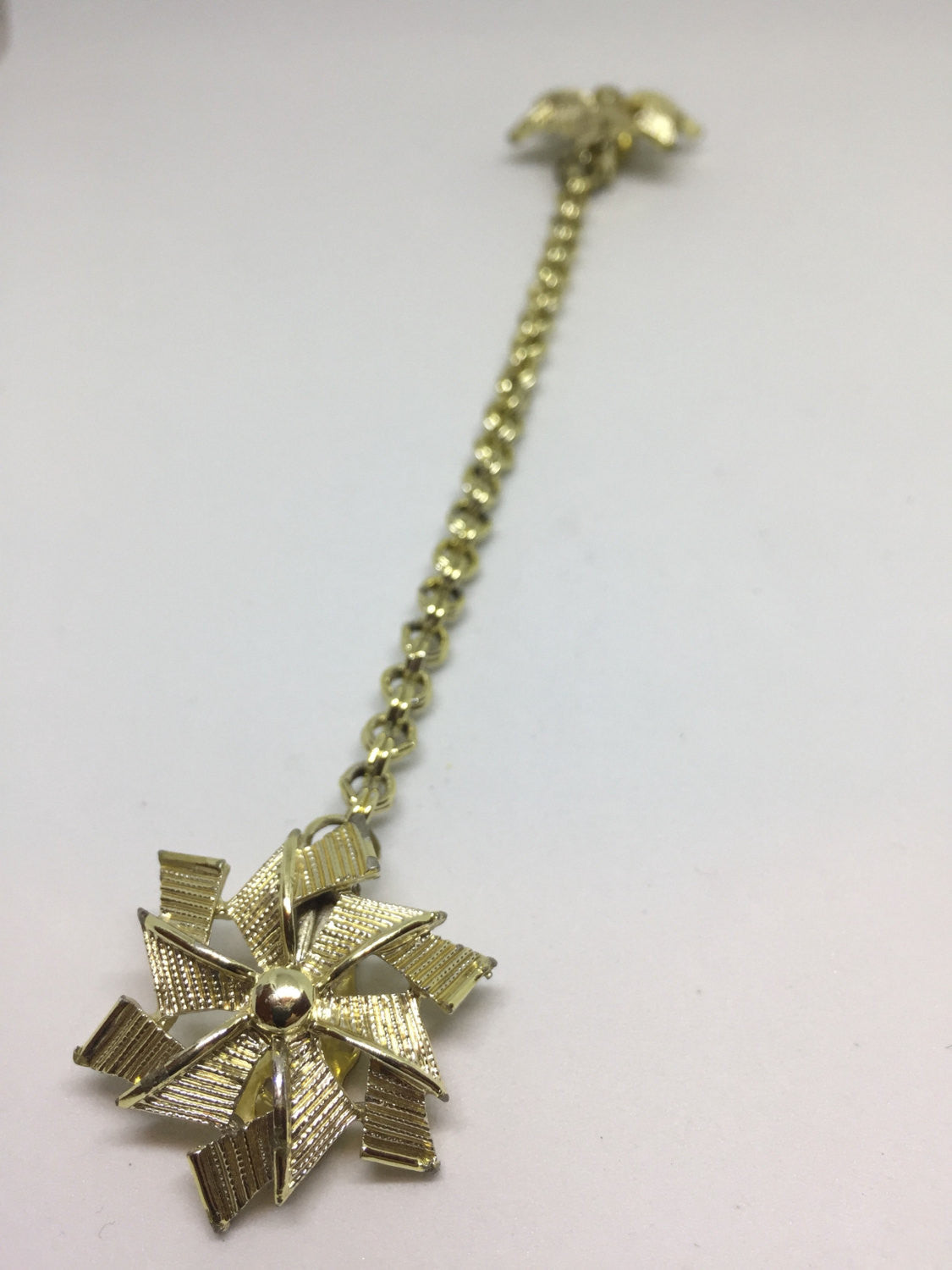 Gold Tone Pinwheel and Link Chain Sweater Clip | Vintage 1960s