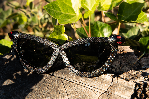 Close up image of the Serpent Sunglasses in Black from La Femme en Noir.