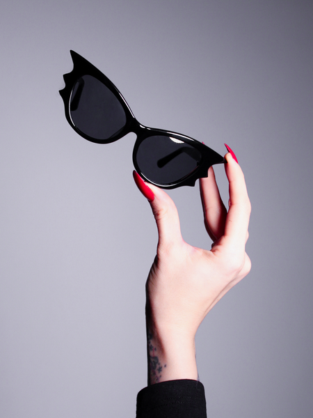 Vamp Batwing Cat-eye Sunglasses Set in Black
