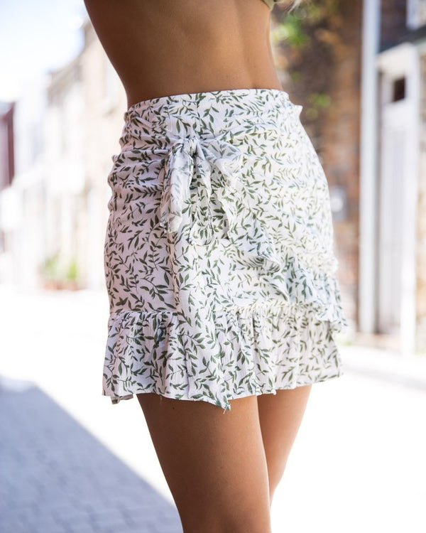 Elision Floral High Waisted Ruffle Mini Skirt - White | Flirtyfull.com