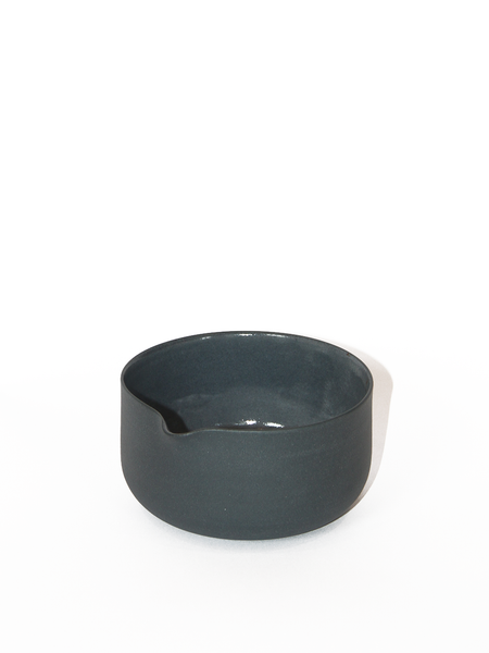 LILITH ROCKETT CERAMICS Dark Grey Porcelain Matcha Bowl with Spout