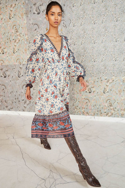 The ULLA JOHNSON Romilly features an easy to wear silhouette made from a light weight floral printed silk georgette. This feminine easily transitions from season to season.