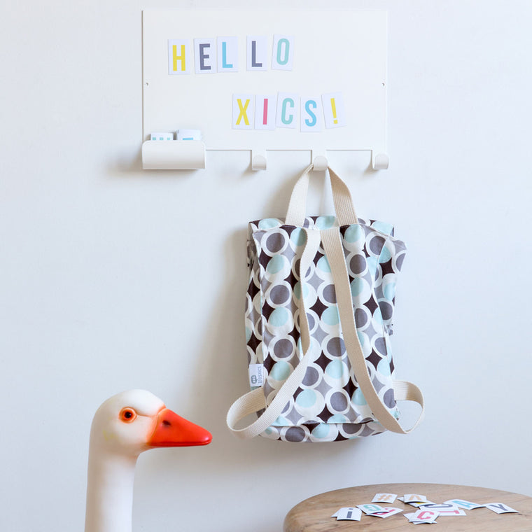 MAGNET NOTE BOARD HOOK & MULTICOLOUR LETTERS