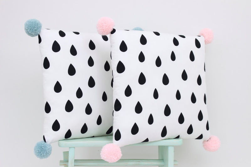 PILLOW WITH BLACK DROPS AND MINT POM-POMS